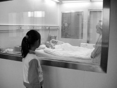 白血病患儿苗苗手术成功