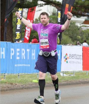 白血病患者完成全球七大洲马拉松 梦想去月球上跑步